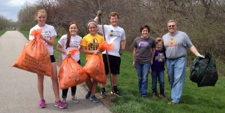 Group picks up trash for 2014 Beautification Blowo